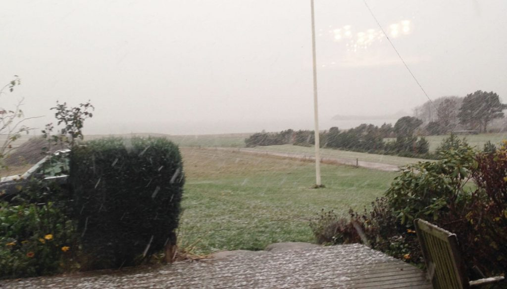 Dårligt vejr hos Englegaarden - indkørsel til lejlighed.